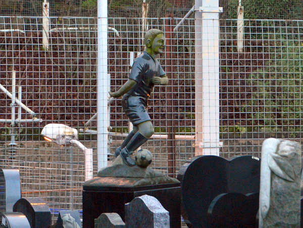 Sculptors footballer memorial